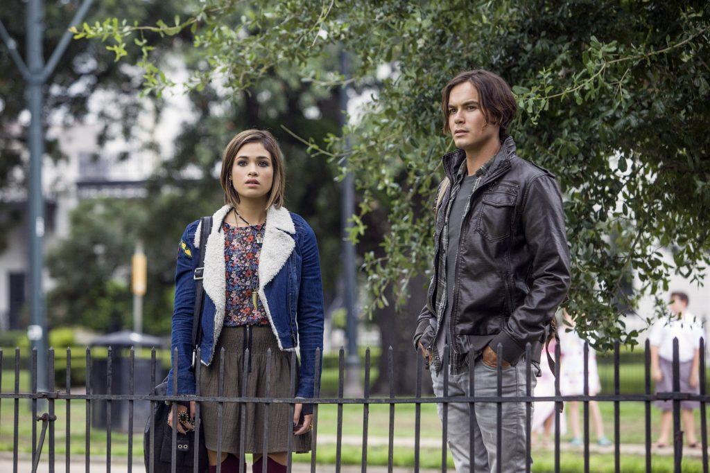 Miranda (Nicole Gale Anderson) e Caleb (Tyler Blackburn) são os protagonistas da nova série