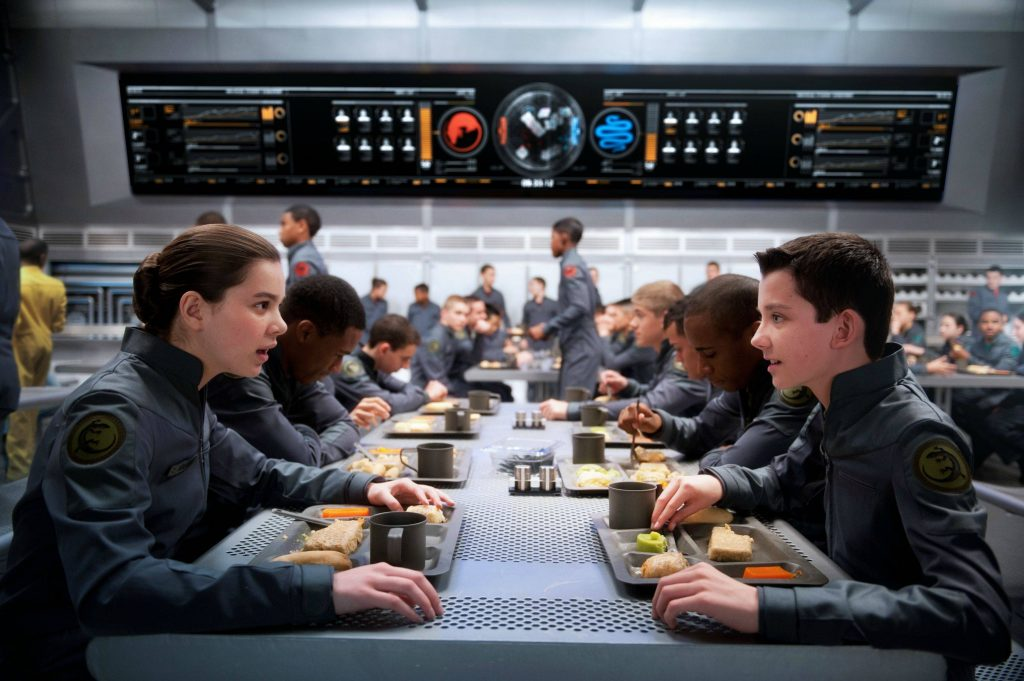 """Hailee Steinfeld e Asa Buttlefield em cena de """"Ender's Game"""""""