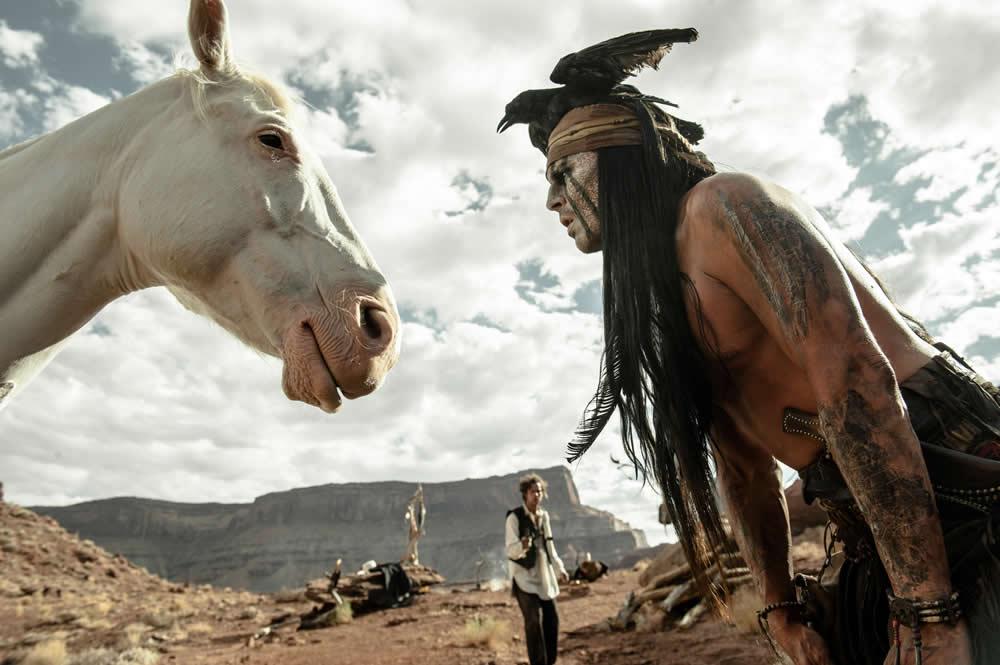"""Um dos piores filmes do ano, """"O Cavaleiro Solitário"""" concorre na categoria """"maquiagem e cabelo"""""""